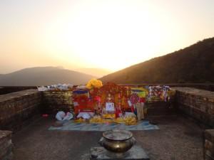 お釈迦さまがよく説法された霊鷲山(インド)